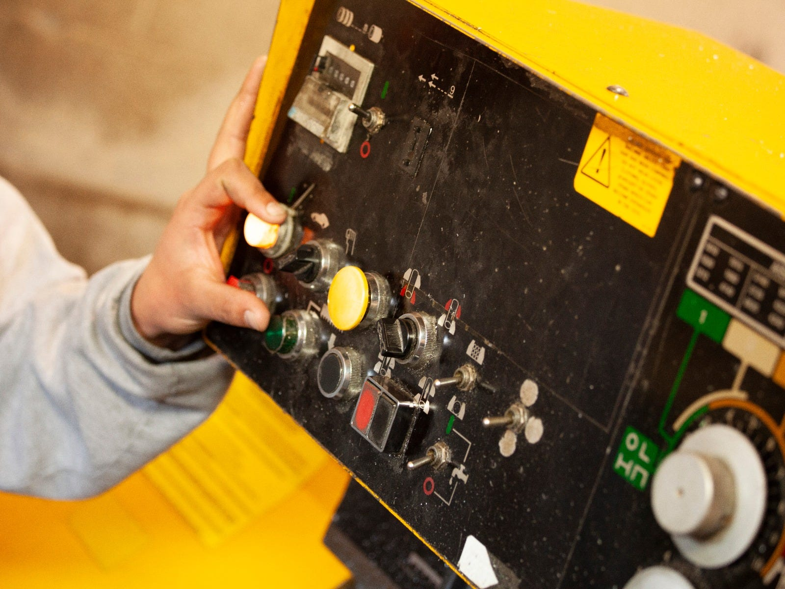 Overcome Operator Fatigue and Distraction with Electronic Controls