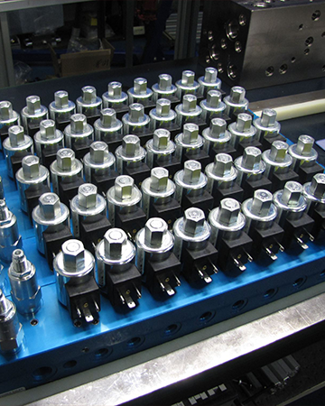 Custom Hydraulic Manifolds for Petroleum, Synthetic, or High Water-Based Fluids Image